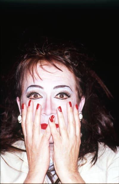 Autoportrait au regard effrayé avec mains, 18 avril 2012