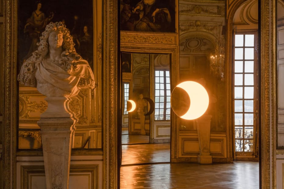 image of mirror and light sculpture in Versaille Palace