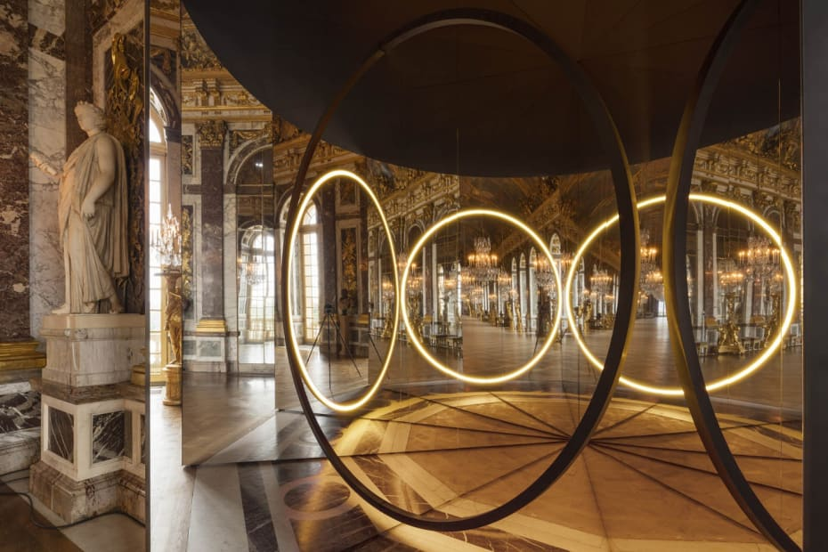 image of mirror and circular light sculpture
