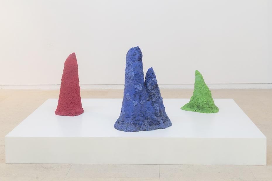 image of installation of Kurant sculptures