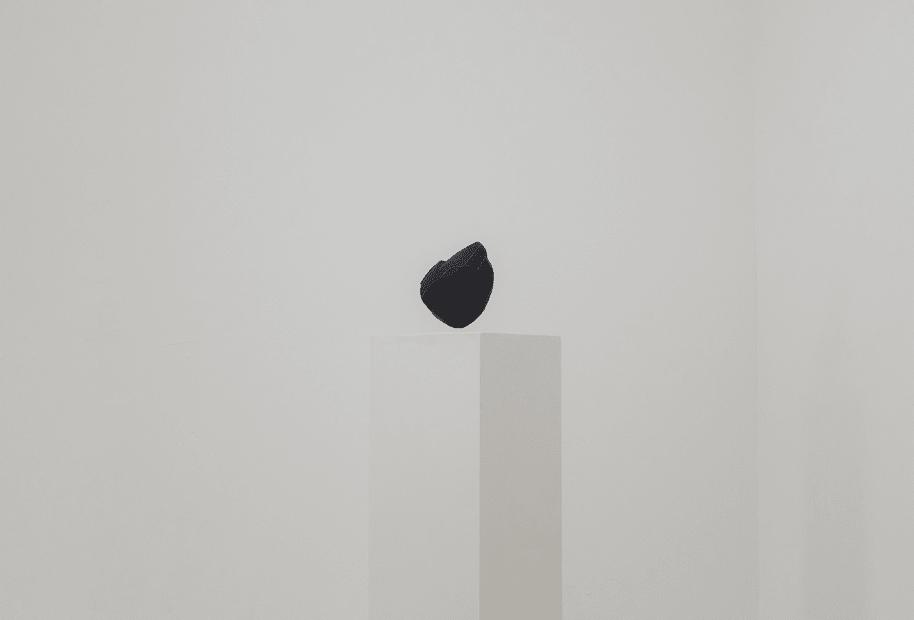 image of installation of Kurant sculpture