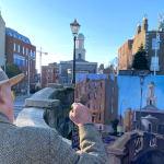 Gerard_Byrne_painting_plein_air_Huband_Bridge_on_St_Patrick's_Day_Dublin_modern_irish_impressionism