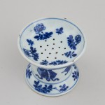 A FINE PAIR OF CHINESE BLUE AND WHITE POUNCE POTS, Kangxi (1662 – 1722)