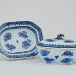 A SMALL CHINESE SAUCE TUREEN WITH COVER AND STAND, Qianlong (1736-1795)