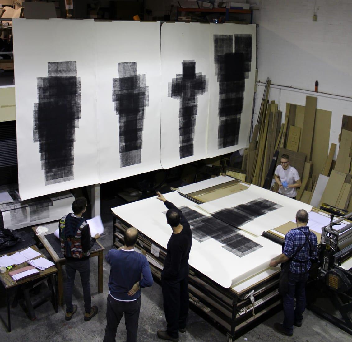 <p>Antony Gormley at Thumbprint Editions, London, 2015. Photo: Fiona Grady</p>