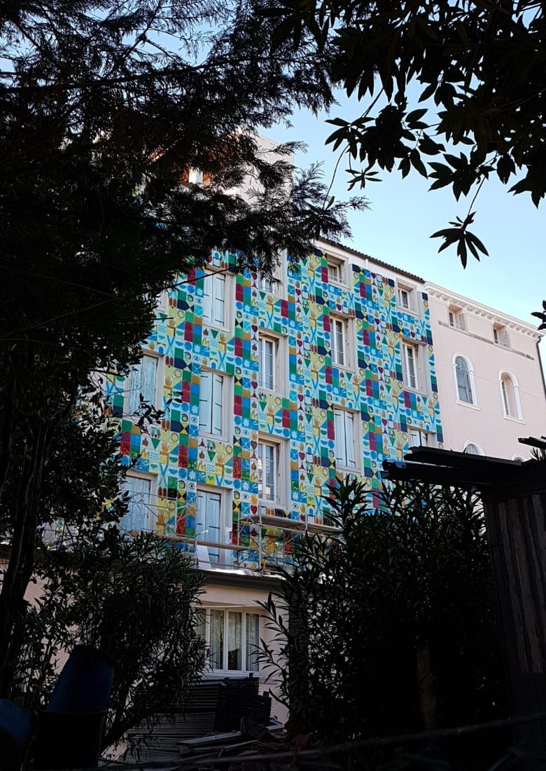 <p>The east facade of the Grande Albergo Ausonia & Hungaria, Venice, covered in an art work by Joe Tilson realised in Murano Glass, October 2018.</p>