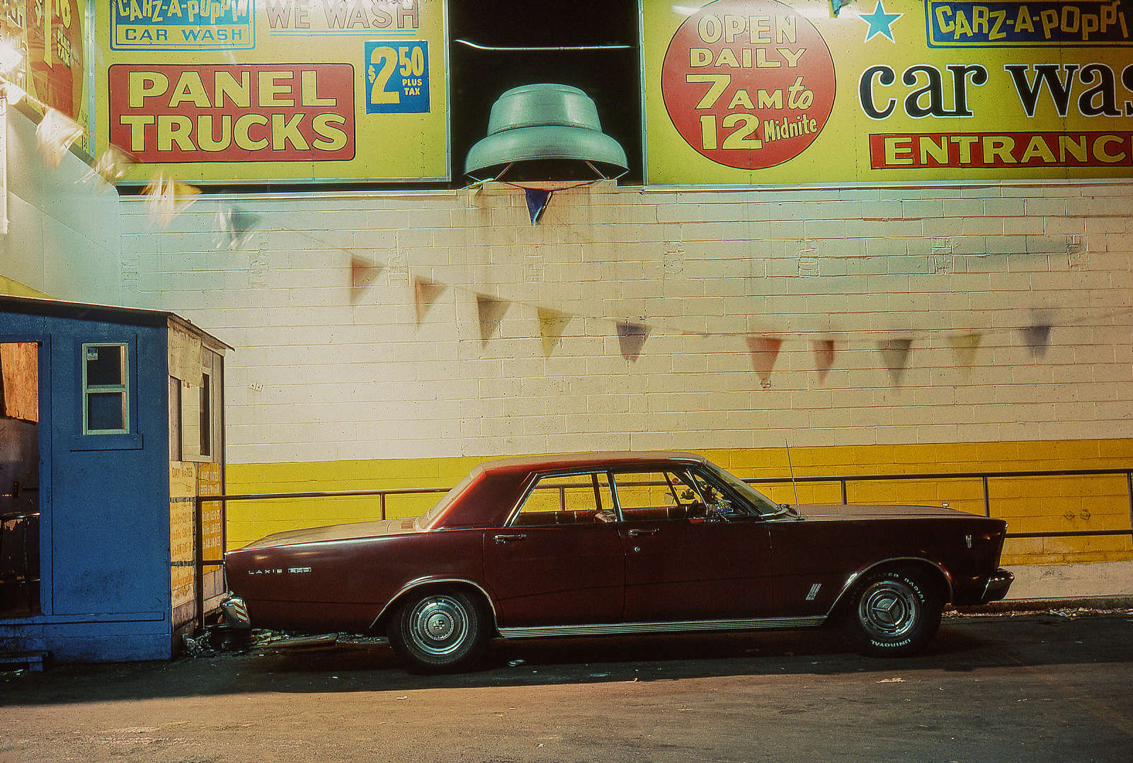 Carz-A-Poppin, Ford Galaxie 500 (1966), Houston and Broadway, 1976