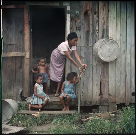 Gordon Parks, Mother and Children, Mobile, Alabama, 1956
