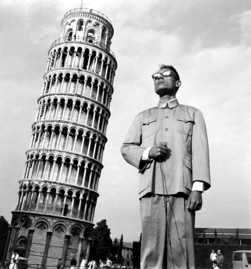 Tseng Kwong Chi, Pisa, Italy, 1989