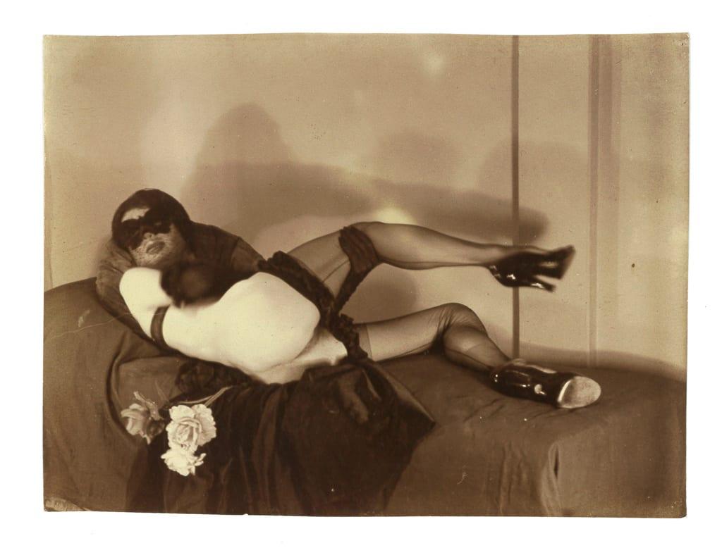 Pierre Molinier, Autoportrait travesti en Fille Magique, 1955-56