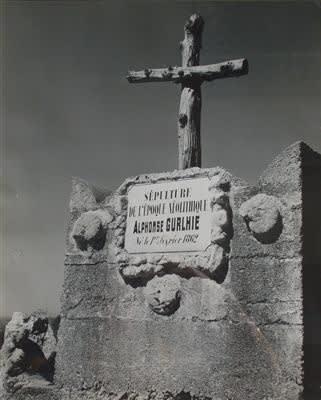Robert Doisneau, Sépulture d'Alphonse Gurlhie, circa 1955