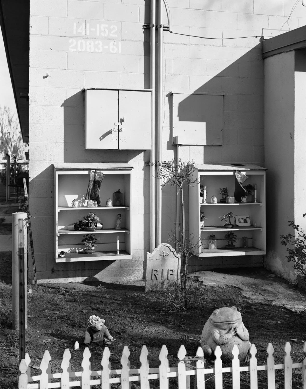 Dana Lixenberg, Tony's Memorial, 2010, 1993-2015