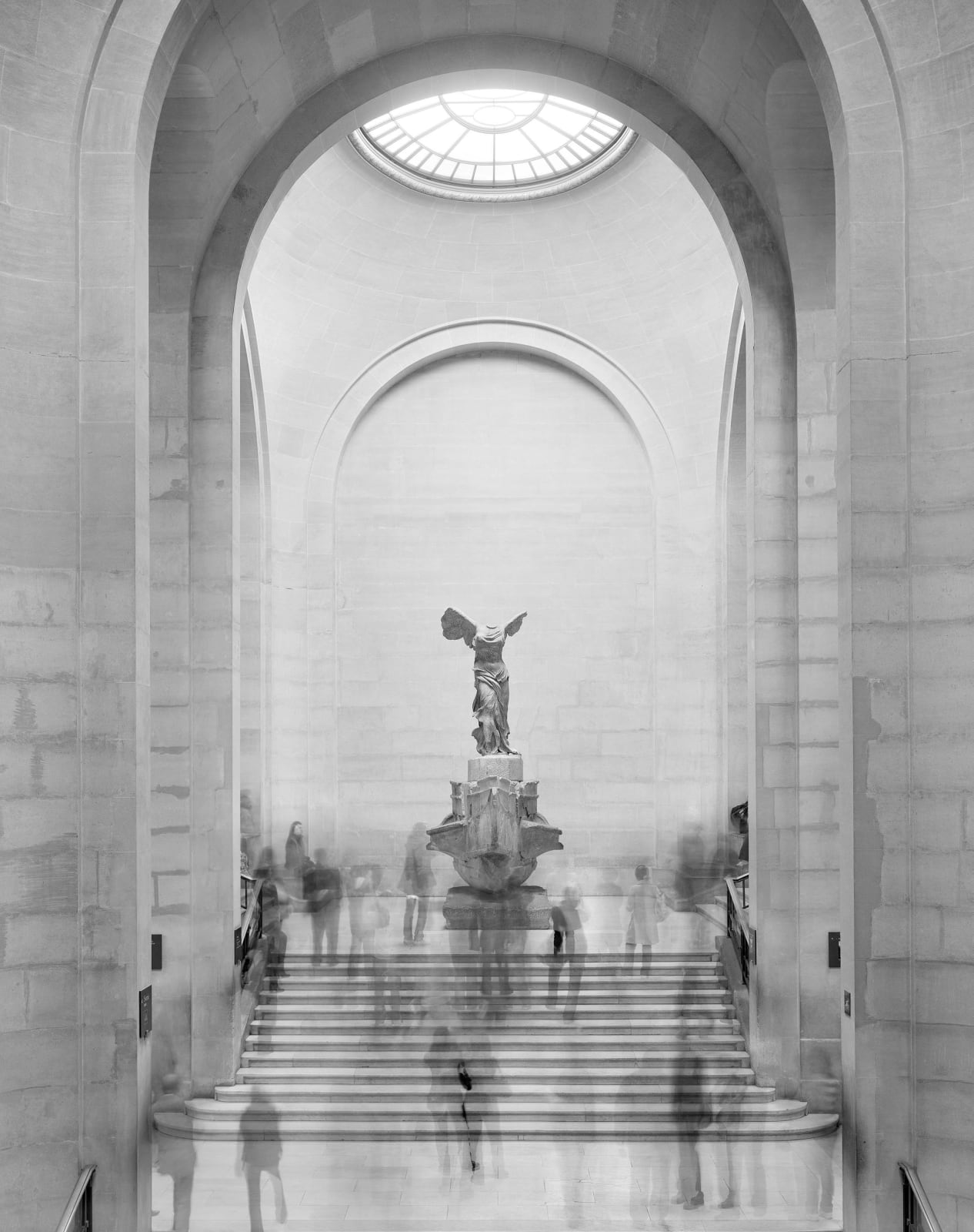 Matthew Pillsbury, Winged Victory, the Louvre, 2008