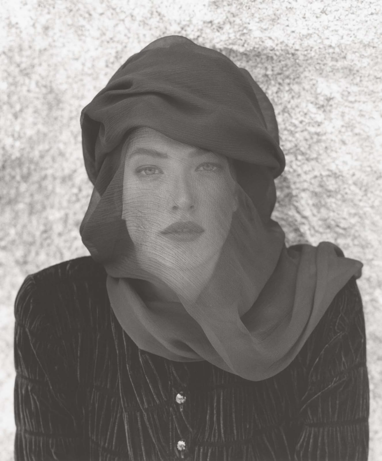 Herb Ritts, Tatjana Veiled Head, Joshua Tree (c), 1988