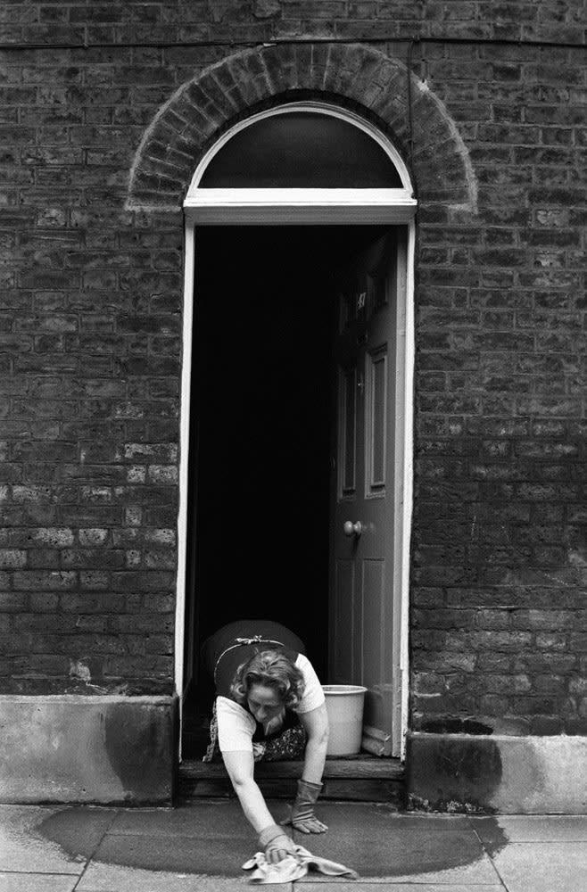 Homer Sykes, House proud, washing pavement, Waterloo, London, 1975