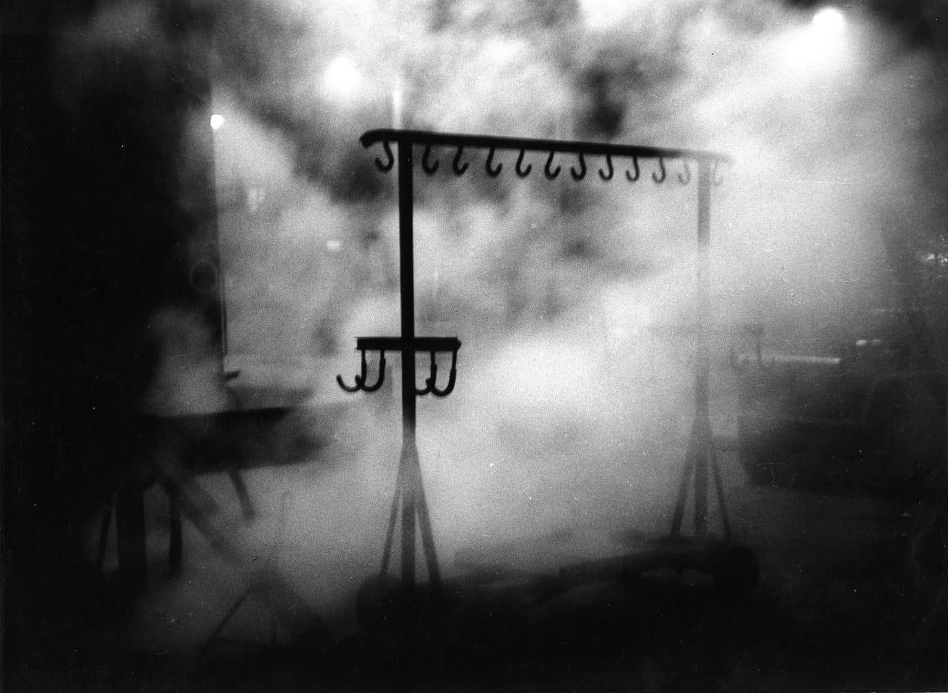 Sabine Weiss Gare Saint-Lazare, Paris Tirage gélatino-argentique d'époque réalisé par l'artiste 29 x 21 cm Dim. papier: 29 x 21 cm
