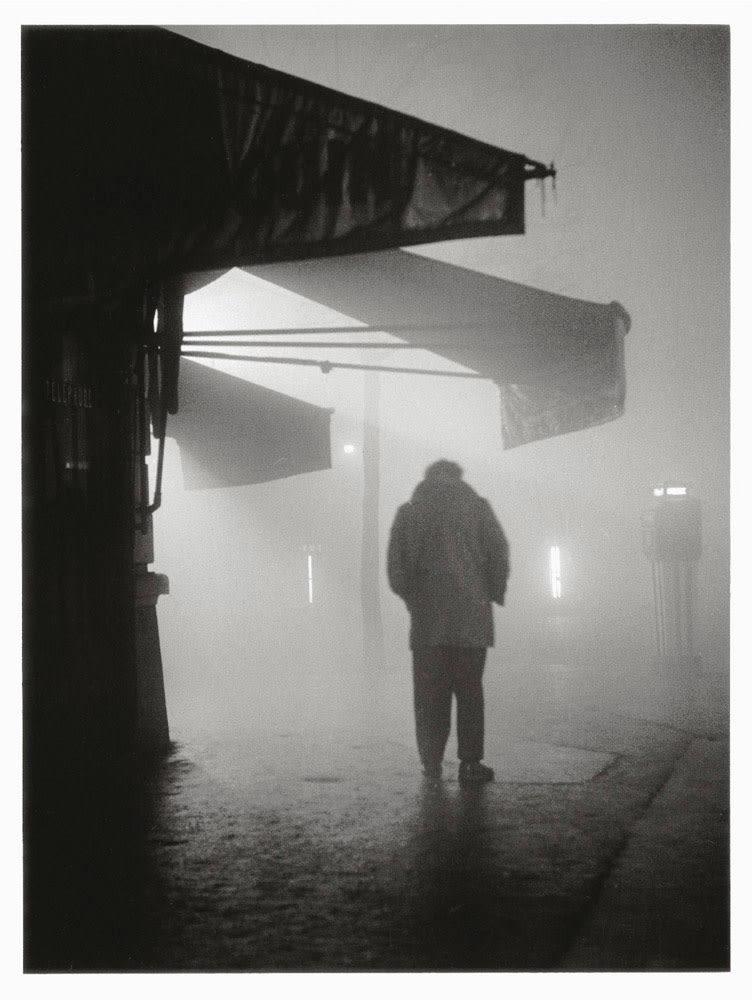 Sabine Weiss, Angle boulevard Murat, Paris, 1951