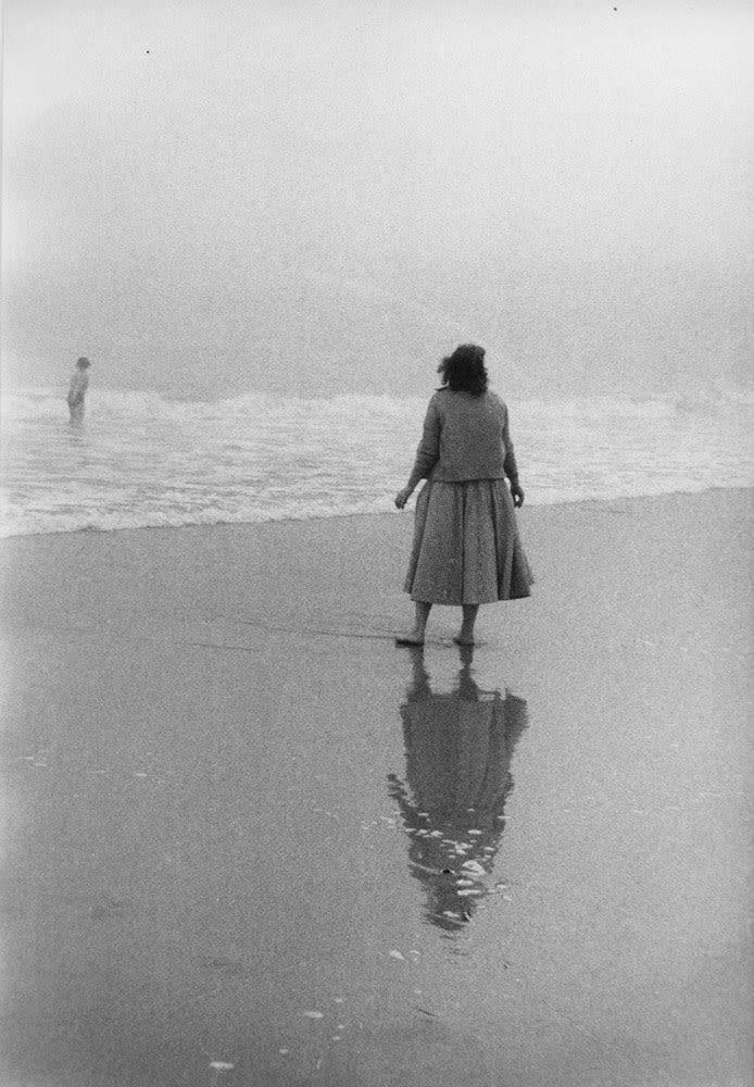Sabine Weiss Coney Island, New York Tirage gélatino-argentique d'époque réalisé par l'artiste 19,1 x 28,3 cm Dim. papier: 19,1 x 28,3 cm