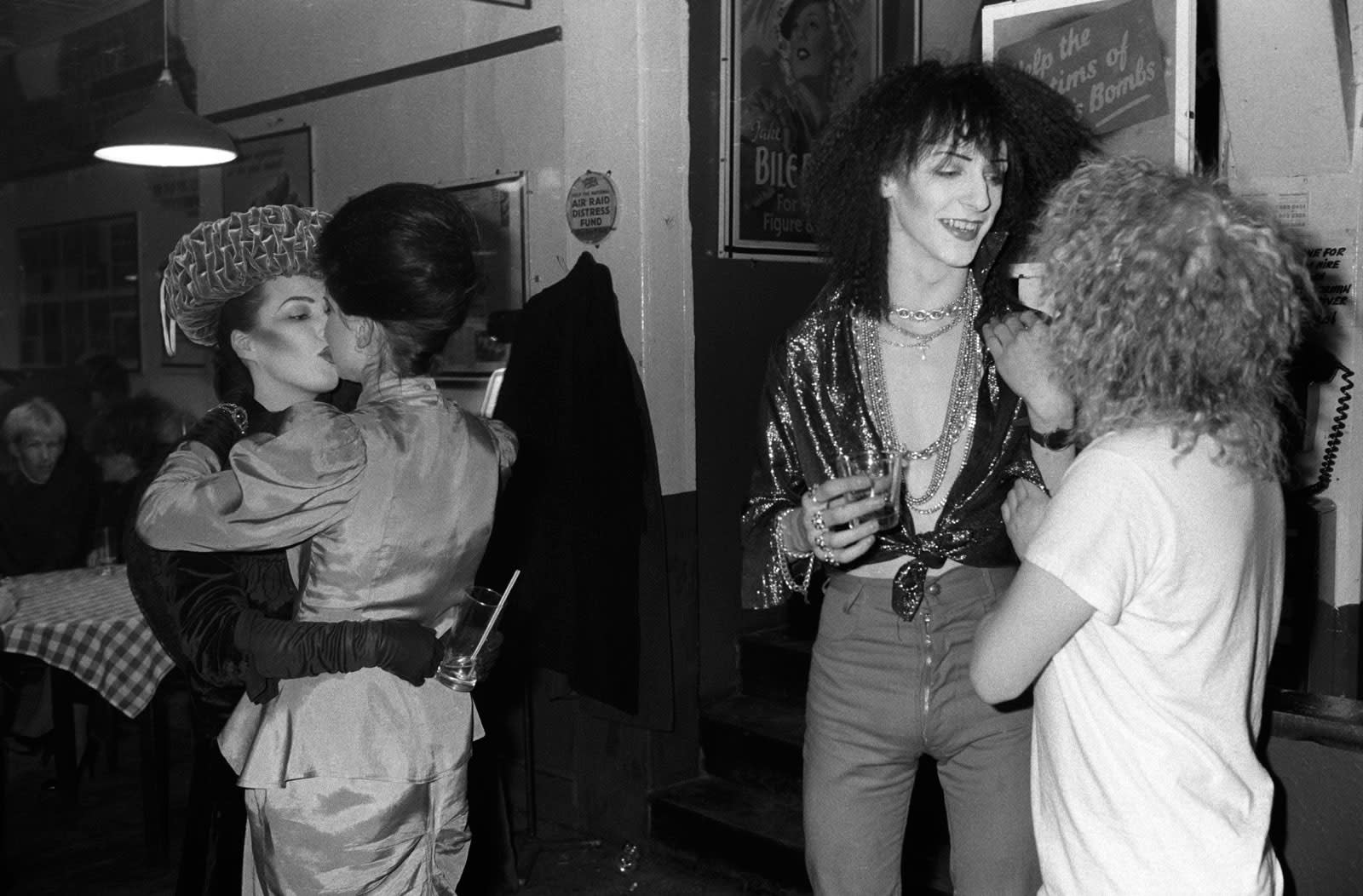 Homer Sykes, Group of friends II at the Blitz Club, Covent Garden, London, 1980