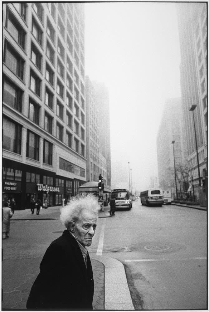 Tom Arndt Man on the street, Chicago Tirage gélatino-argentique postérieur, réalisé par l'artiste 32 x 21,5 cm Dim. papier: 35,5 x 27,9 cm