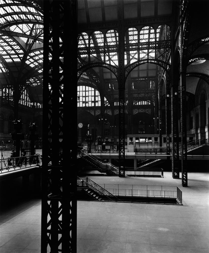 Berenice Abbott Pennsylvania Station Interior #2, New York Tirage gélatino-argentique postérieur 19 x 23 cm Dim. papier: 43,2 x 35,7 cm