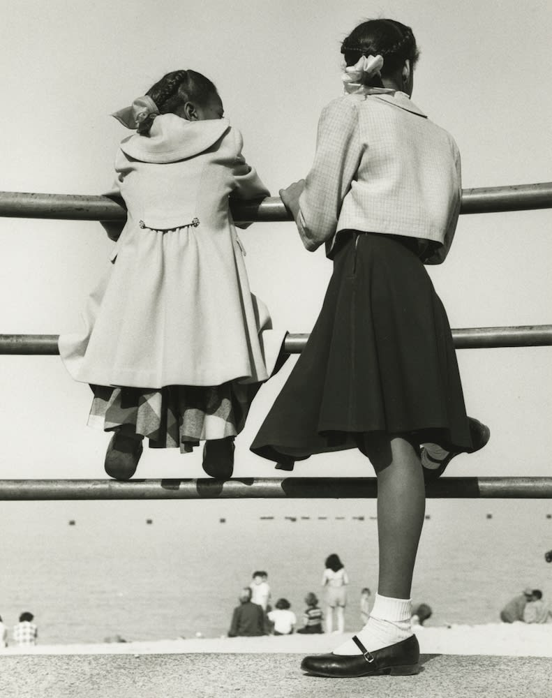 Marvin E. Newman, Two Girls at Lake Michigan, Chicago, 1952