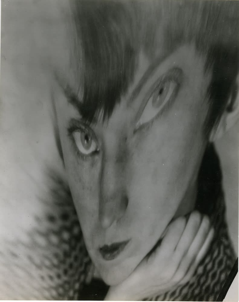 Berenice Abbott Self Portrait - Distortion Tirage gélatino-argentique d'époque 13,6 x 17 cm
