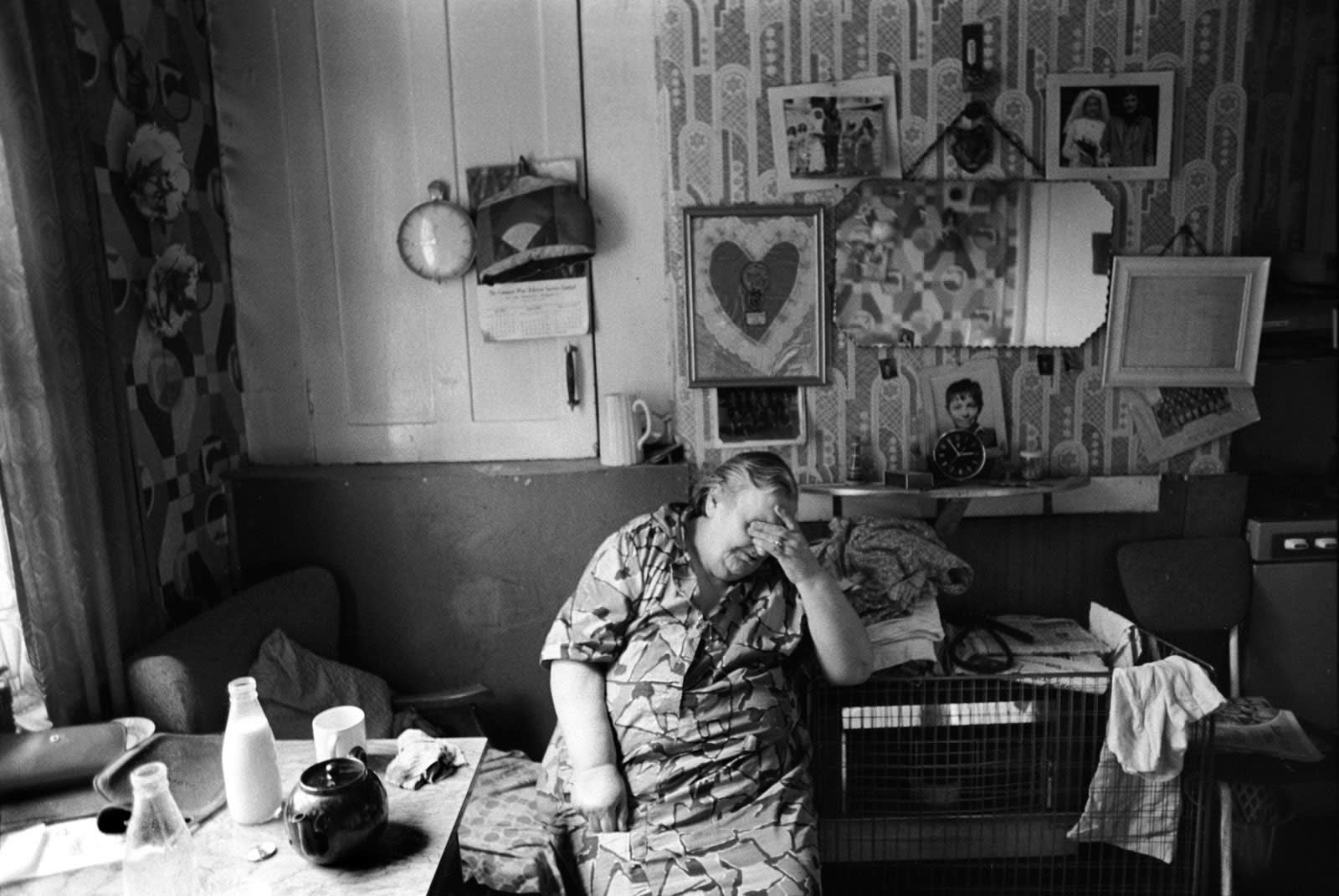Homer Sykes, Peabody estate, woman at home, East London, 1975