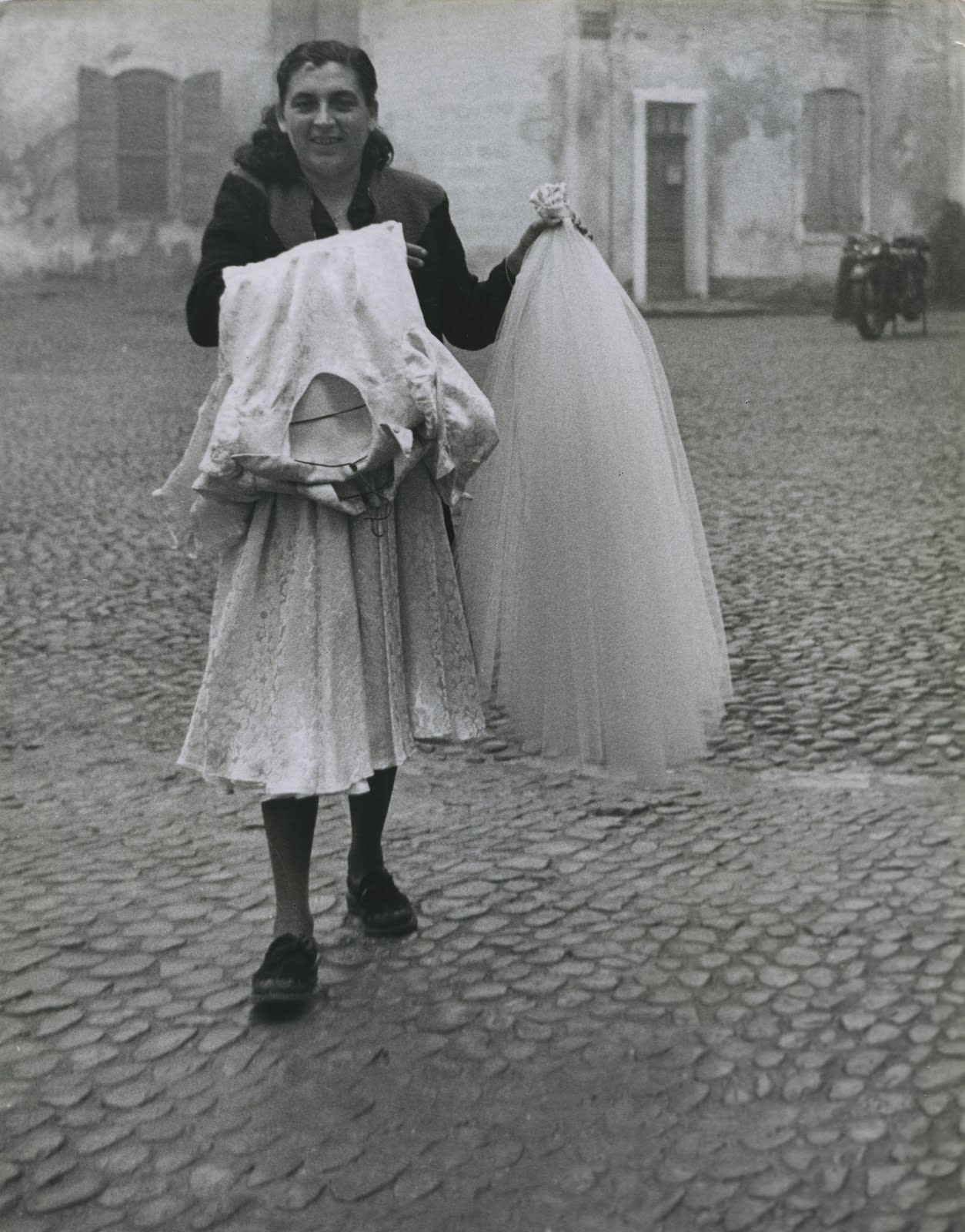 Sabine Weiss, Mariage gitan à Tarascon, 1953