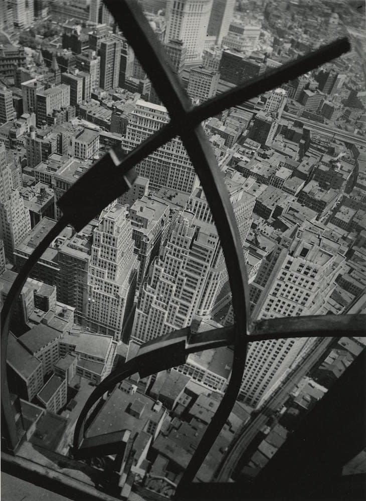 Berenice Abbott City Arabesque Tirage gélatino-argentique postérieur 24,8 x 34,2 cm Dim. papier: 50,7 x 40,7 cm