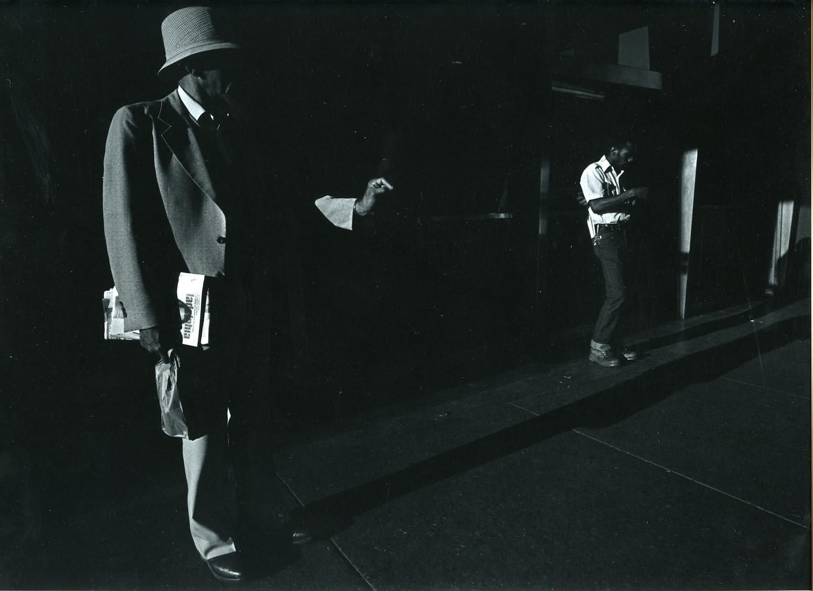 Ray K. Metzker City Whispers, Philadelphia Tirage gélatino-argentique d'époque, réalisé par l'artiste 30,3 x 22 cm Dim. papier: 35,4 x 27,5 cm