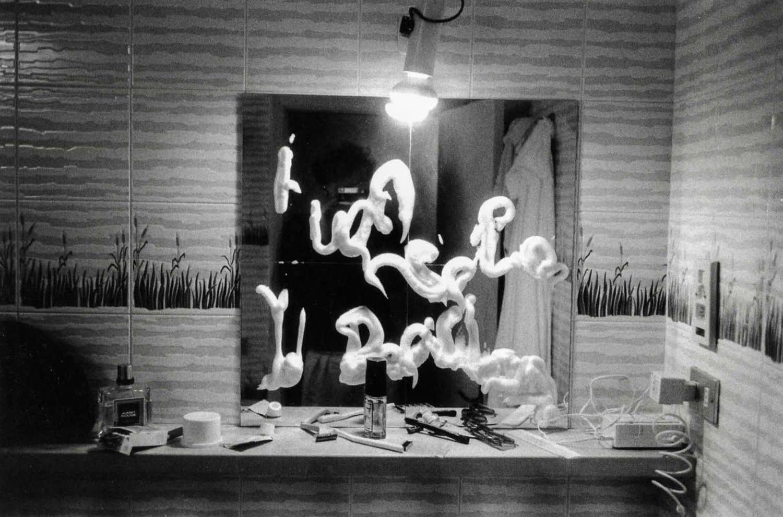 Hervé Guibert Il est parti en laissant un message incompréhensible Tirage gélatino-argentique d'époque 22,5 x 14,7 cm Dim. papier: 30,5 x 22,9 cm