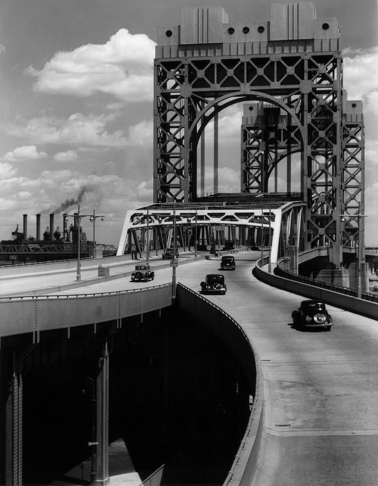 Berenice Abbott Tri-Borough Bridge: East 125th Street Approach, Manhattan Tirage gélatino-argentique postérieur 33,8 x 26,2 cm Dim. papier: 50,8 x 40,8 cm