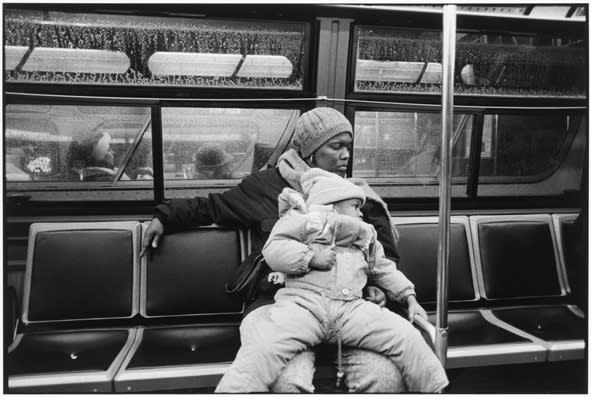 Tom Arndt, Mother and daughter on a bus, Chicago, 1989