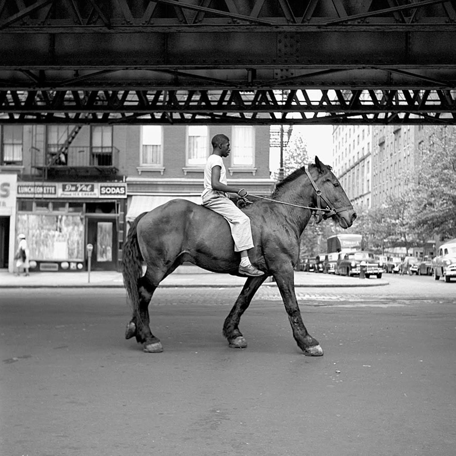 Vivian Maier New York, NY, August 11 Tirage gélatino-argentique, posthume 30 x 30 cm Dim. papier: 40 x 50 cm