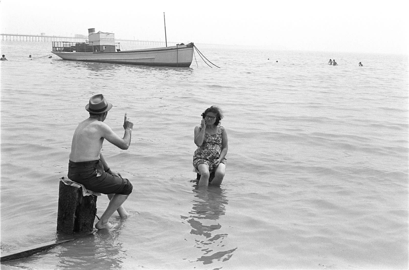 Homer Sykes, Couple ignoring the incoming tide, Southend on Sea, Essex, 1969