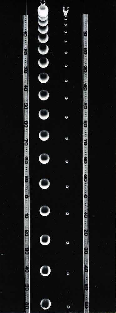 Berenice Abbott, Falling balls of unequal mass, 1958-61