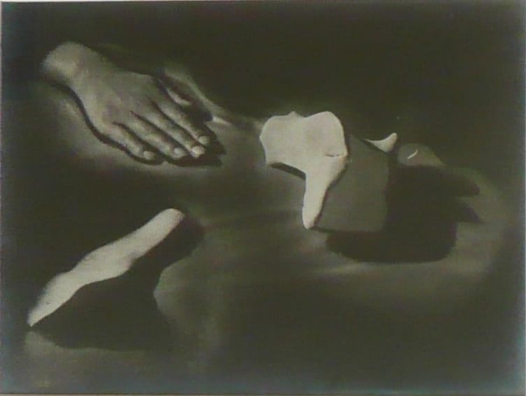 Raoul Ubac, Mains et pierres, 1932