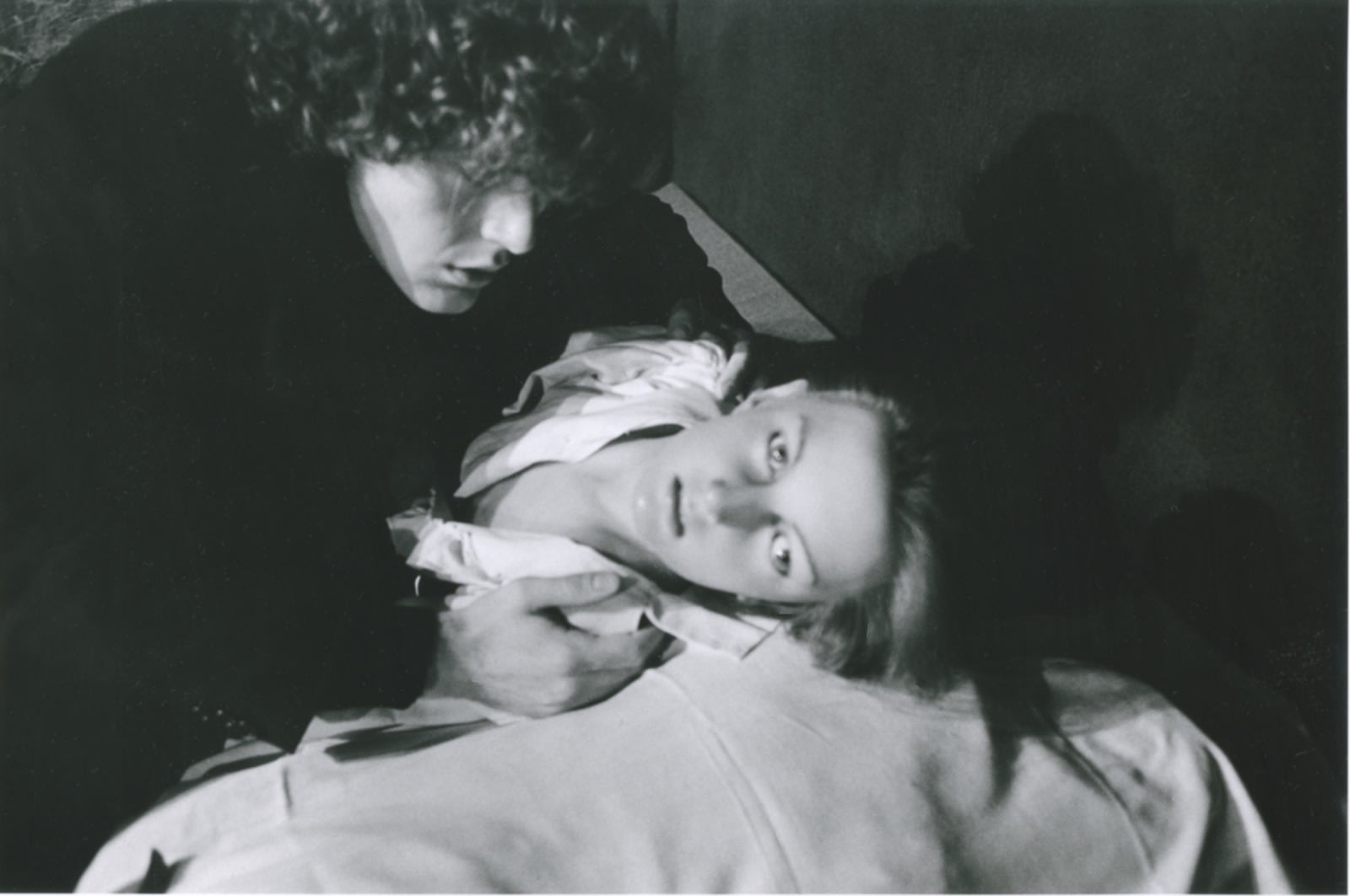 Hervé Guibert Musée Grévin, Paris, Autoportrait Tirage gélatino-argentique d'époque 17 x 25,5 cm Dim. papier: 20 x 29,7 cm