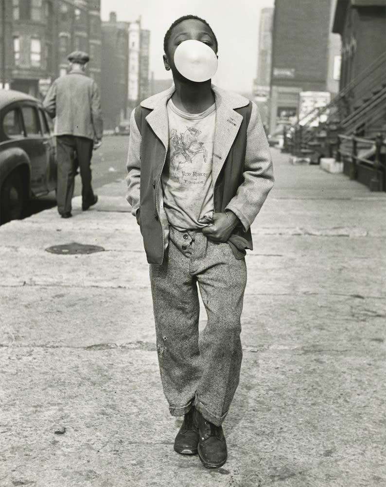 Marvin E. Newman Boy Blowing Bubble Gum, Chicago Tirage gélatino-argentique postérieur 24 x 19 cm Dim. papier: 25,5 x 20,3 cm