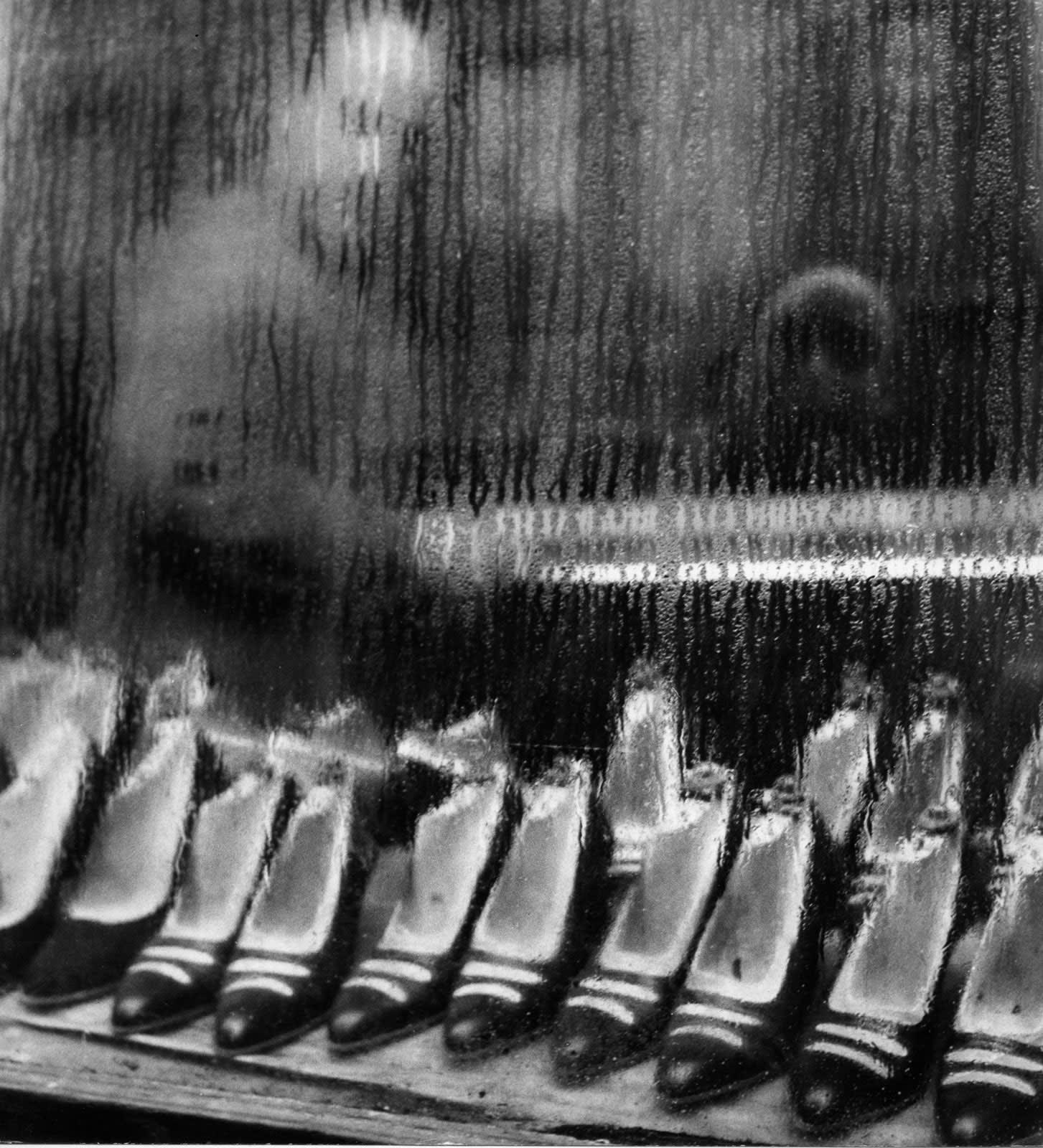Sabine Weiss Paris Tirage gélatino-argentique d'époque réalisé par l'artiste 23 x 16,5 cm Dim. papier: 23 x 16,5 cm