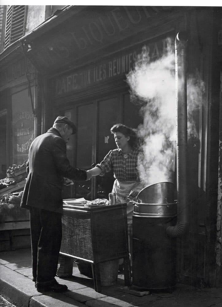 Sabine Weiss, Marchande de frites, Paris, 1952
