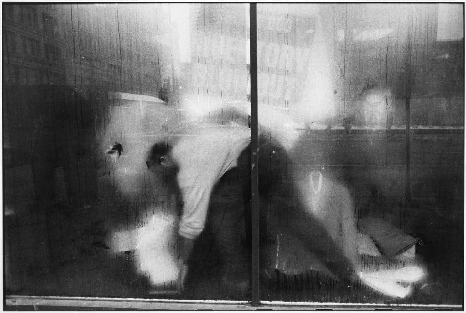 Tom Arndt, Man behind a store window, Chicago, 1990