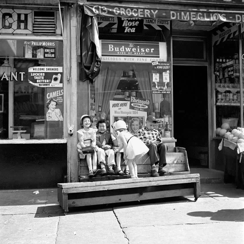 Vivian Maier New York, NY, n.d. Tirage gélatino-argentique, posthume 30,5 x 30,5 cm Dim. papier: 50,8 x 40,6 cm