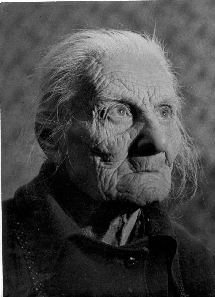 Sabine Weiss Dun-sur-Auron, France Tirage gélatino-argentique postérieur 23,5 x 30 cm Dim. papier: 30 x 40 cm
