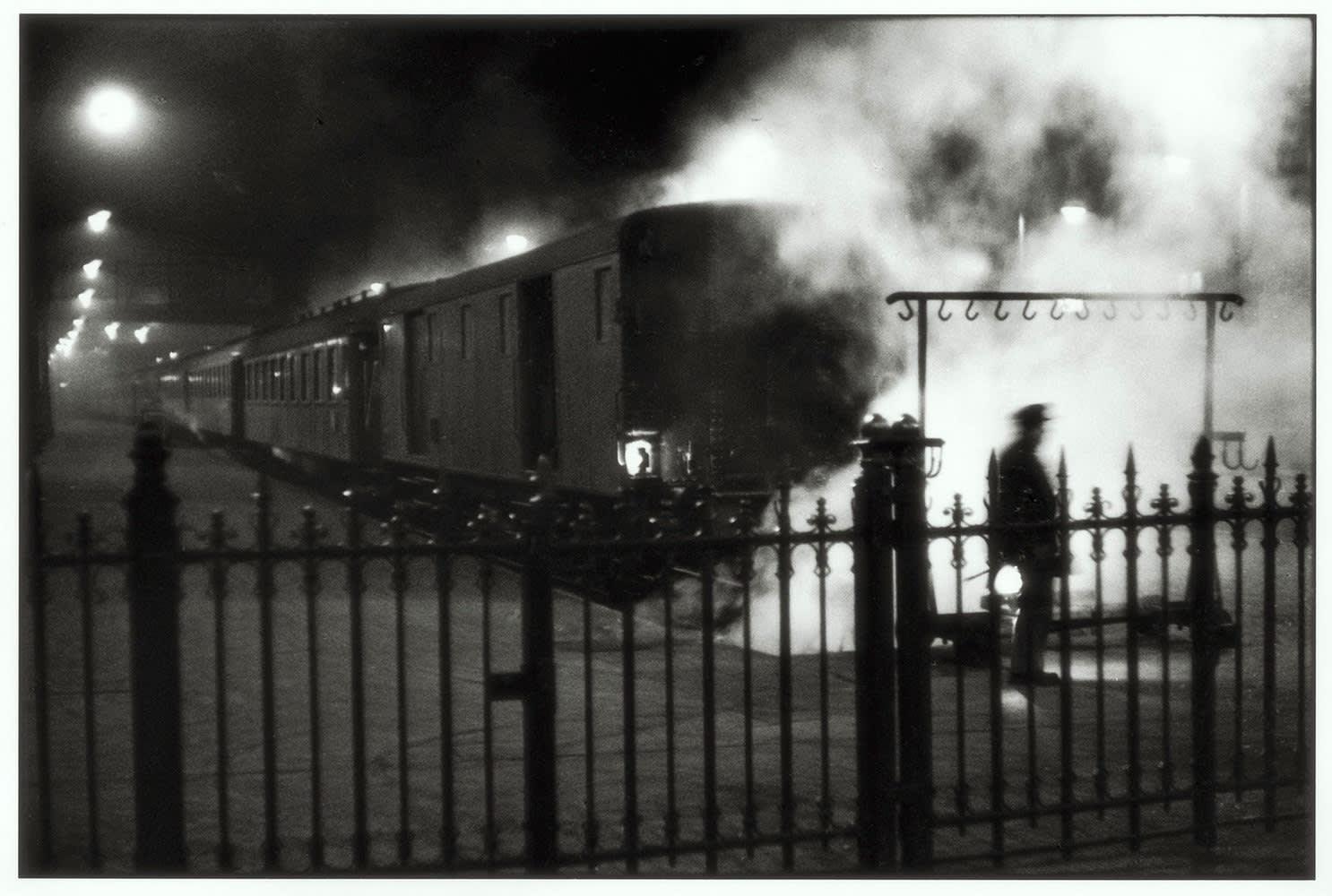 Sabine Weiss, Gare Saint-Lazare, Paris, 1954