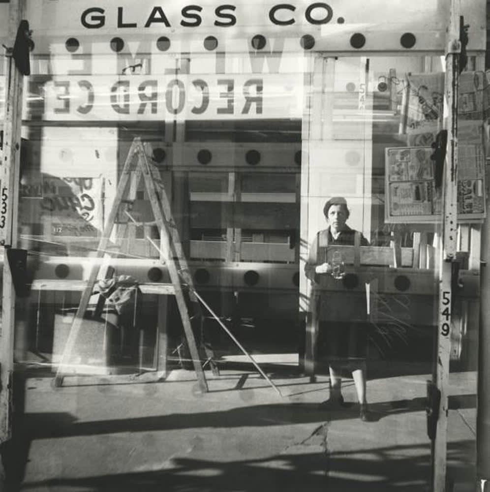 Vivian Maier Self-portrait, Chicago Tirage gélatino-argentique, posthume 30 x 30 cm Dim. papier: 40 x 50 cm