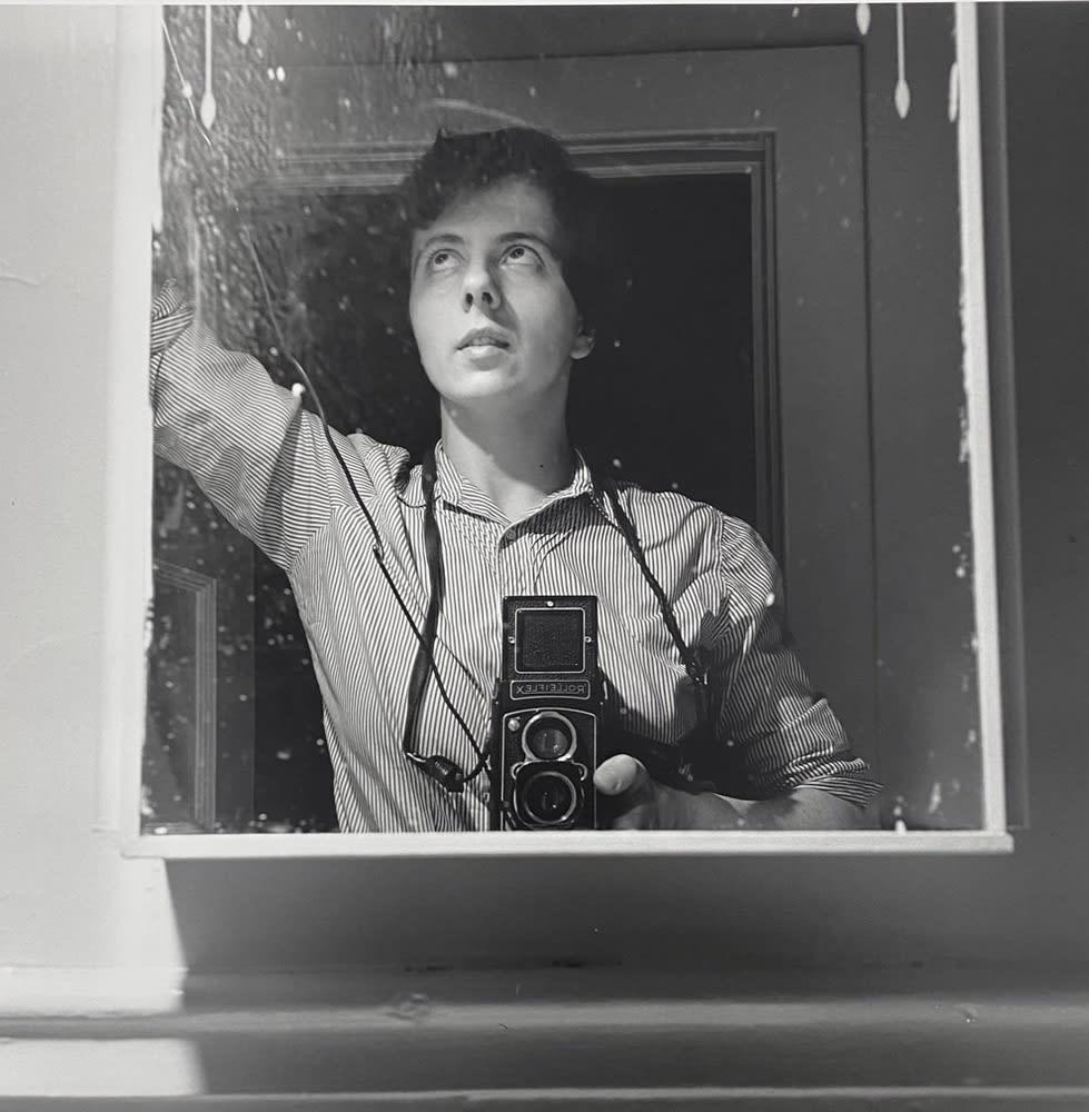 Vivian Maier Self-portrait, New York, NY Tirage gélatino-argentique, posthume 30.48 x 30.48 cm 12 x 12 in Dim. papier: 50,8 x 40,5 cm
