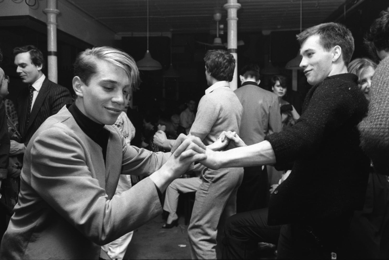 Homer Sykes, Boys dancing together, Clubbing, London, 1980
