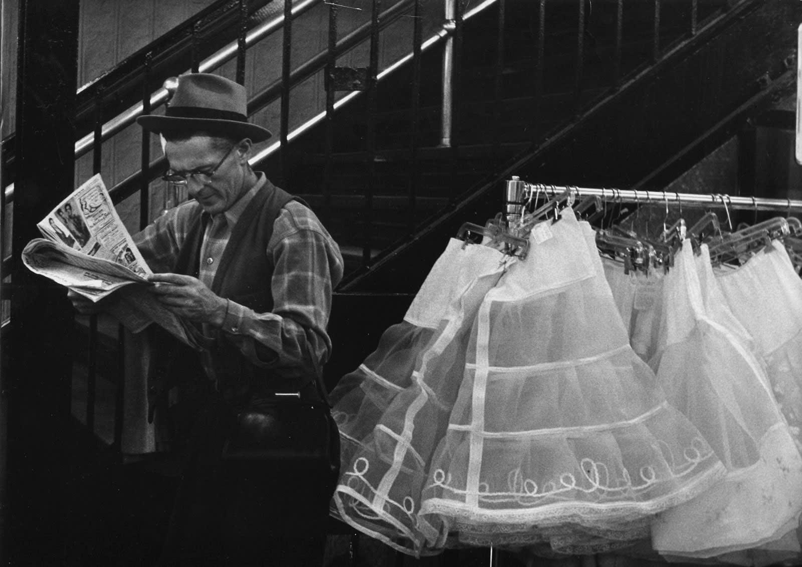 Sabine Weiss New York Tirage gélatino-argentique d'époque réalisé par l'artiste 22,5 x 29 cm Dim. papier: 22,5 x 29 cm